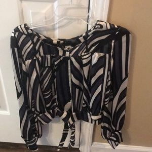 Long sleeved black and white top